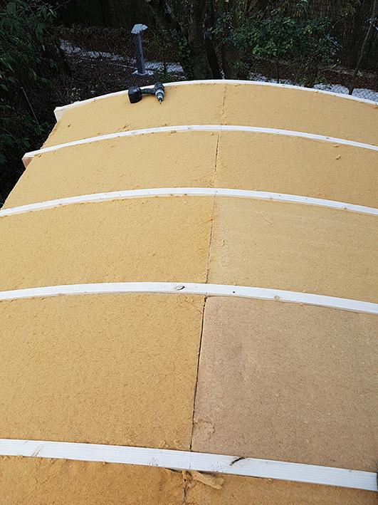 Isolation roulotte toiture laine de bois by stef menuisier for Isolation copeaux de bois