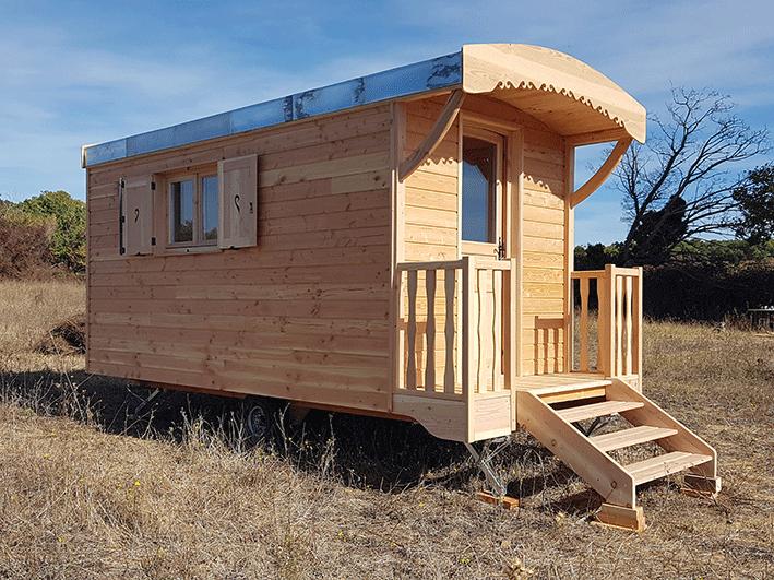 roulotte-bois-mobile-sur-terrain