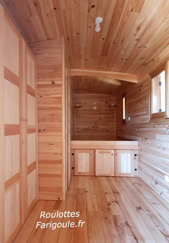 roulotte chambre avec salle d eau, WC et grand placard