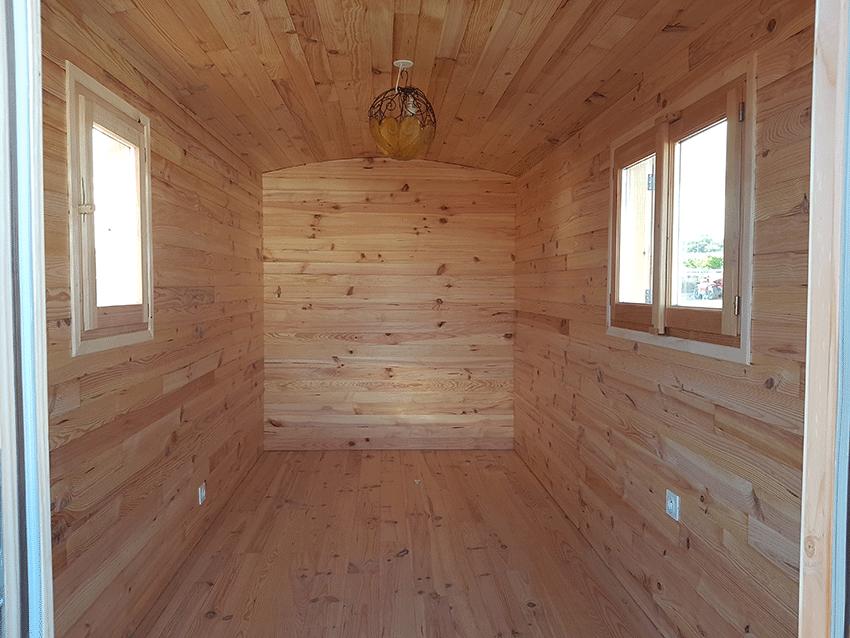 Interieur roulotte Tsigane simple bois brut