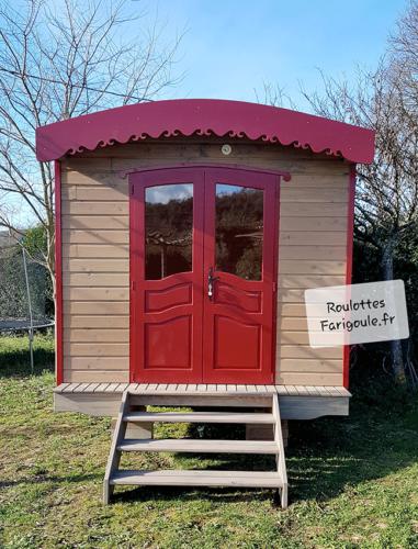 face-avant-roulotte-Farigoule-rouge-et-grise-atelier-by-stef-menuisier