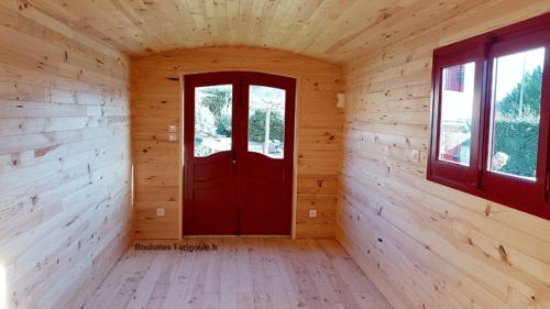 interieur-roulotte-atelier-vide